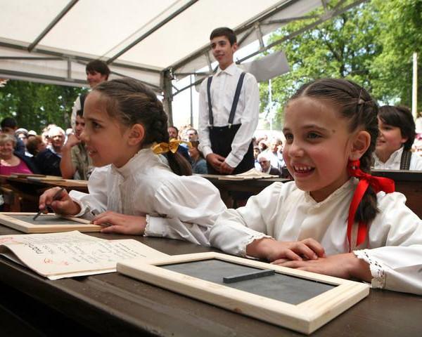 Exposición de un colegio en tiempos de la Dictadura